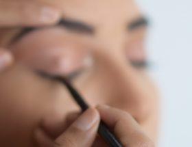 faire un trait d'eyeliner